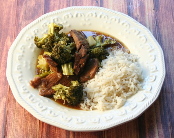 Slow Cooker Beef & Broccoli Recipe - Yoursandmineareours.com