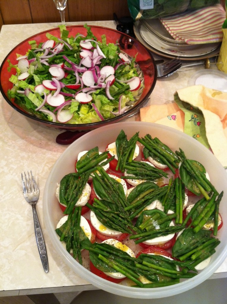 Caprese Salad with Asparagus - Groovin Moms - Tips and Tricks Linky Party