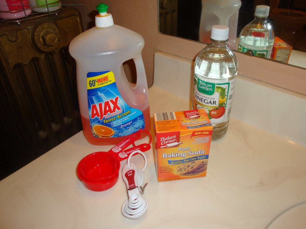 Homemade Floor Cleaner Recipe - Cleaning linoleum floors with vinegar and baking soda