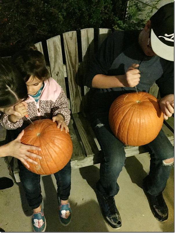 Kid_Friendly_Pumpkin_Carving_YoursAndMineAreOurs2