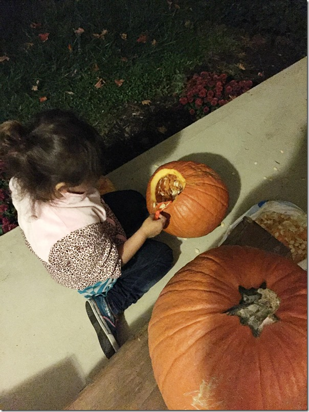 Kid_Friendly_Pumpkin_Carving_YoursAndMineAreOurs3