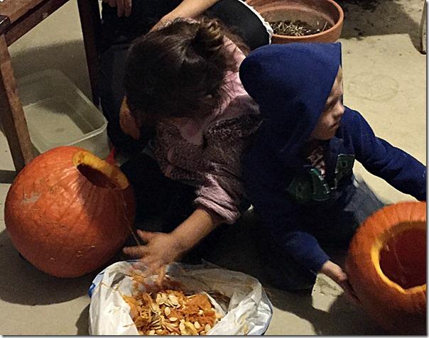 Kid_Friendly_Pumpkin_Carving_YoursAndMineAreOurs4