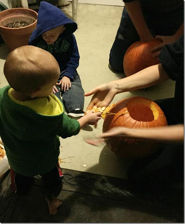 Kid_Friendly_Pumpkin_Carving_YoursAndMineAreOurs5