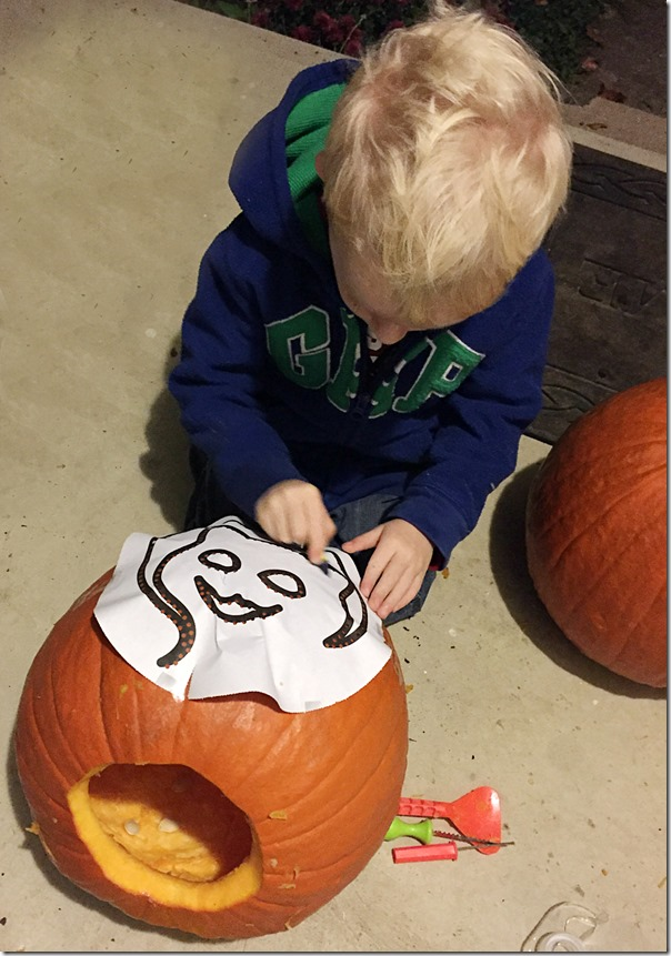 Kid_Friendly_Pumpkin_Carving_YoursAndMineAreOurs6