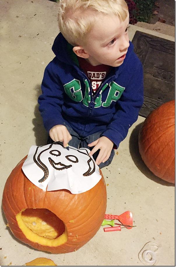 Kid_Friendly_Pumpkin_Carving_YoursAndMineAreOurs7