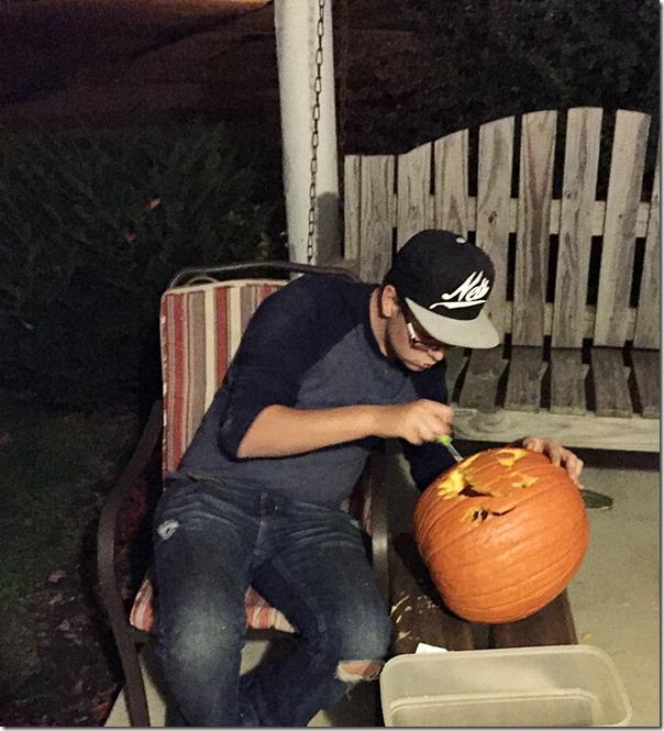 Kid_Friendly_Pumpkin_Carving_YoursAndMineAreOurs8
